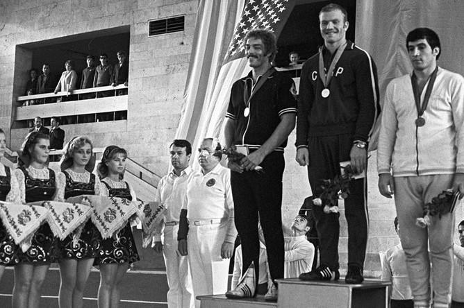Победители Универсиады-73 по вольной борьбе слева направо: Дейдрич (США), Иван Ярыгин (СССР) и С.Станков (Болгария)