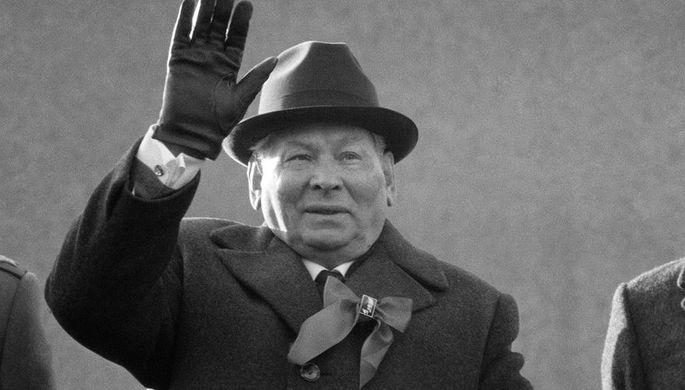 Генеральный секретарь ЦК КПСС Константин Черненко на трибуне Мавзолея, 1984 год