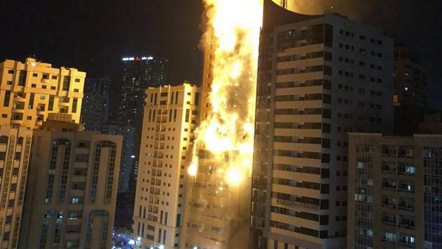 В ОАЭ загорелся небоскреб