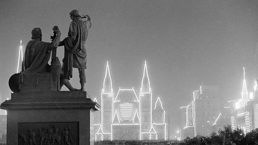 Вечерняя Москва в дни празднования 800-летия города. Сентябрь 1947 г. Фото Е.Умнова. Главархив Москвы