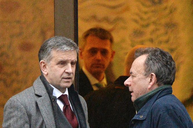 Посол России на Украине Михаил Зурабов (справа)