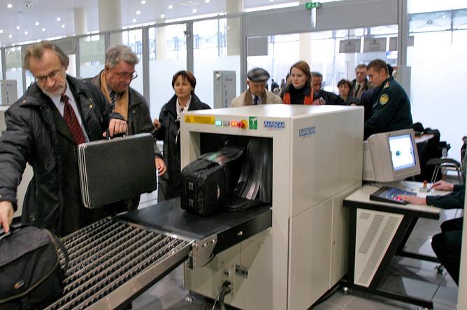 Проверка и досмотр багажа и ручной клади пассажиров аэропорта «Внуково»