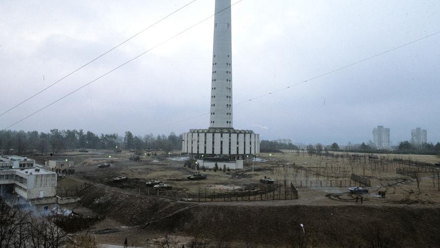 У здания телецентра в Вильнюсе, 13 января 1991 года