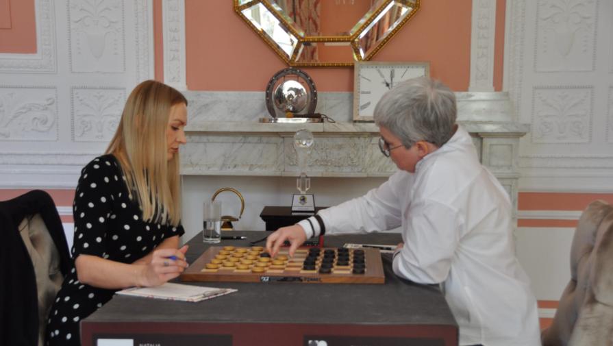 Тамара Тансыккужина и Наталия Садовская во время финала чемпионата мира по шашкам
