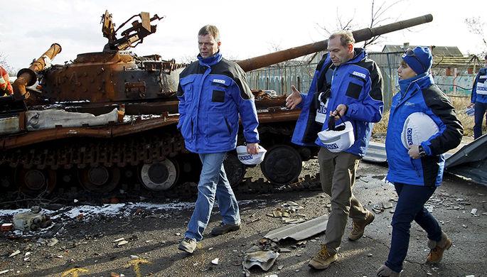 Первый замглавы миссии ОБСЕ на Донбассе Александр Хуг в Коминтерново, январь 2016 года