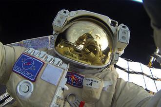 Космонавты Роскосмоса Сергей Волков и Юрий Маленченко во время выхода в открытый космос, 3 февраля 2016 года
