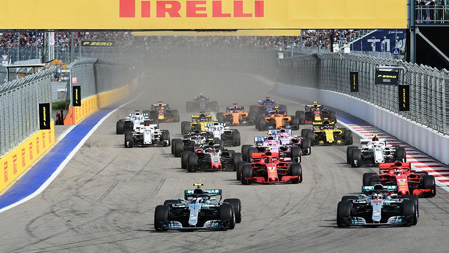 Хэмилтон высказался о том, что не все гонщики F1 встали на колено