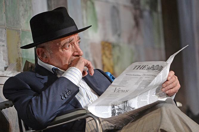 Валентин Гафт в спектакле «Игра в джин» московского театра «Современник»