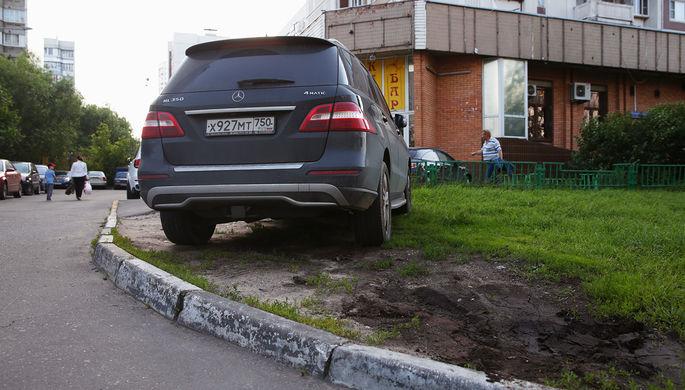 3 тысячи за газон: как приструнят автовладельцев