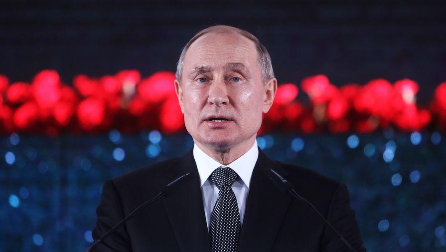 Президент России Владимир Путин выступает на церемонии открытия памятника жителям и защитникам блокадного Ленинграда «Свеча памяти» на территории парка «Сакер» в Иерусалиме, 23 января 2020 года