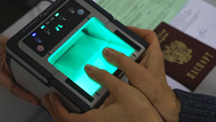 Минцифры прорабатывает сбор биометрических данных таксистов и водителей каршеринга