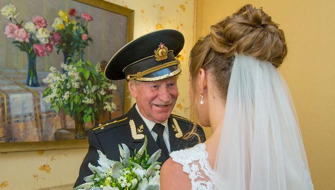 «Довольно симпатичная»: 90-летний актер Краско может жениться в пятый раз