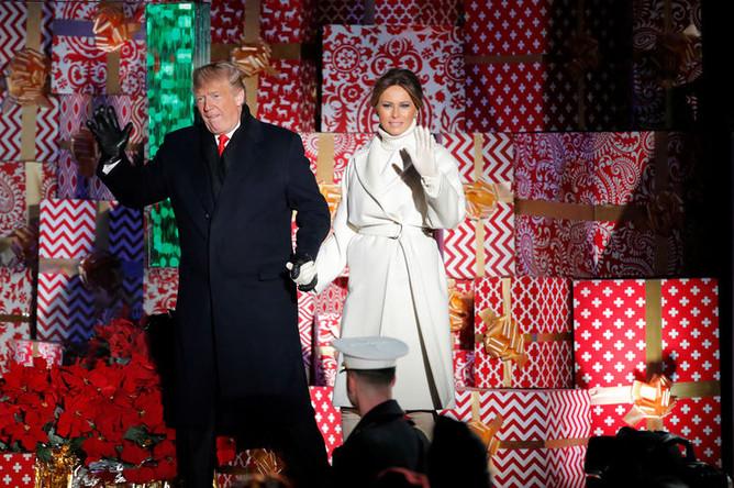Президент США Дональд Трамп и первая леди Меланья Трамп на церемонии зажжения рождественской елки у Белого дома, 28 ноября 2018 года