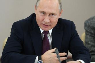 Президент России Владимир Путин во время встречи с деятелями театрального искусства в Российском театре драмы имени Ф. Волкова в Ярославле, 13 декабря 2018 года