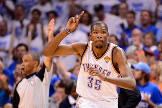 Форвард «Оклахомы-Сити» Кевин Дюрант обновил рекорд результативности НБА в матче с «Голден Стэйт»