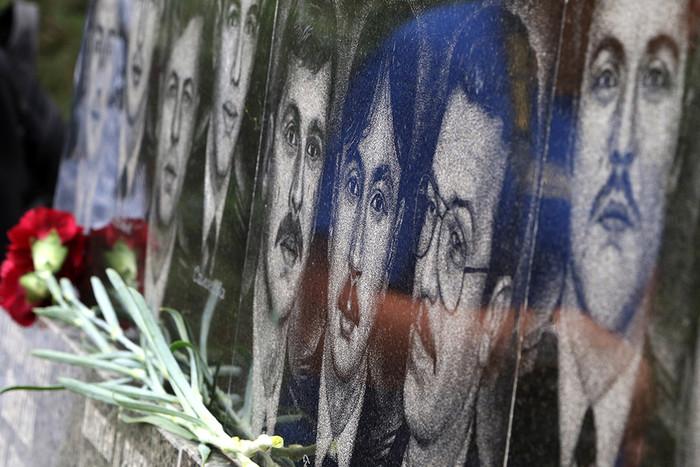 Возложение цветов к памятнику морякам-севастопольцам, погибшим на атомном ракетном подводном...