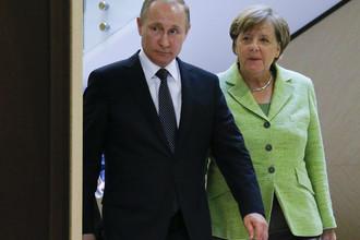 Президент России Владимир Путин и канцлер ФРГ Ангела Меркель во время встречи в Сочи, 2 мая 2017 года