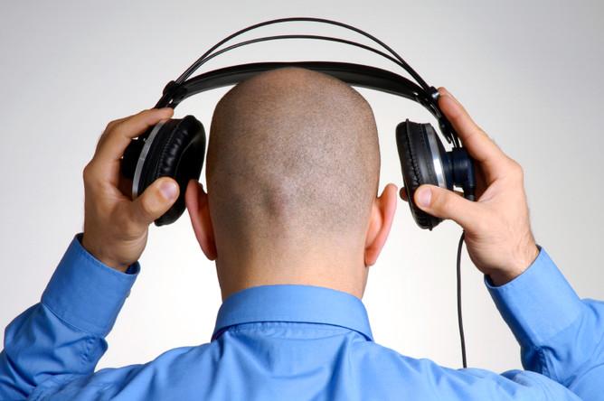 Само по себе понятие прослушка телефона включает в себя два понятия: абстрактное понятие самого процесса прослушивания и понятие электронного устройства, с помощью которого и производится прослушивание каких-либо переговоров, в том числе и телефонных.