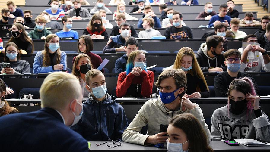 Студенты Национального исследовательского технологического университета «МИСиС» на лекции, 8 февраля 2021 года