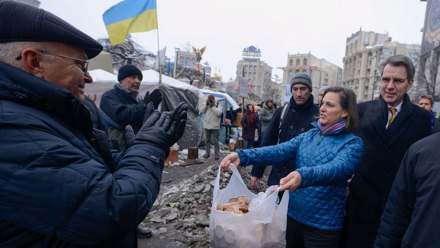 Виктория Нуланд на Майдане в Киеве, 2013 год