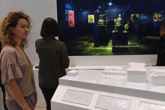 Посетители на Международном фестивале музеев «Интермузей» в ЦВЗ «Манеж»