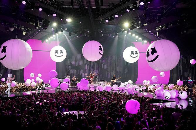 Bastille и Marshmello выступают на MTV Europe Music Awards, 4 ноября 2018 года