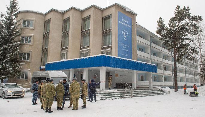 Комендант на проходной 5-го корпус общежития Тюменского индустриального университета, где проживала китайская студентка, 1 февраля 2020 года