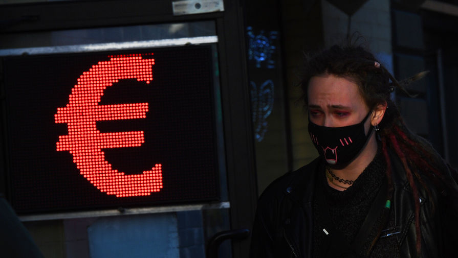 Курс евро превысил отметку в 90 рублей