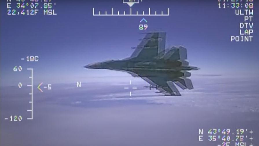Перехватил разведчиков: Су-27 поднялся в небо из-за США и Швеции