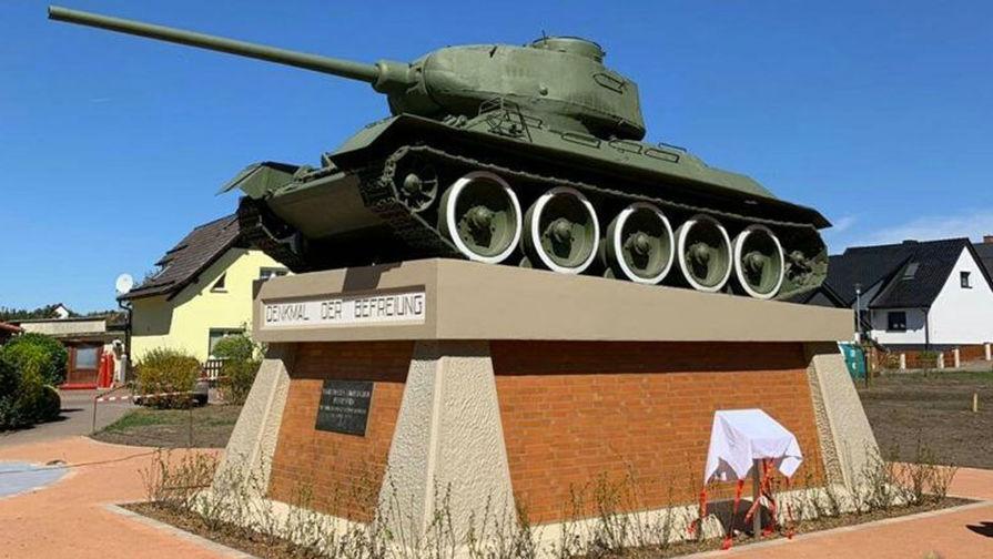 Военные отреставрировали больше 1 тыс. памятников в ЦВО к 9 мая