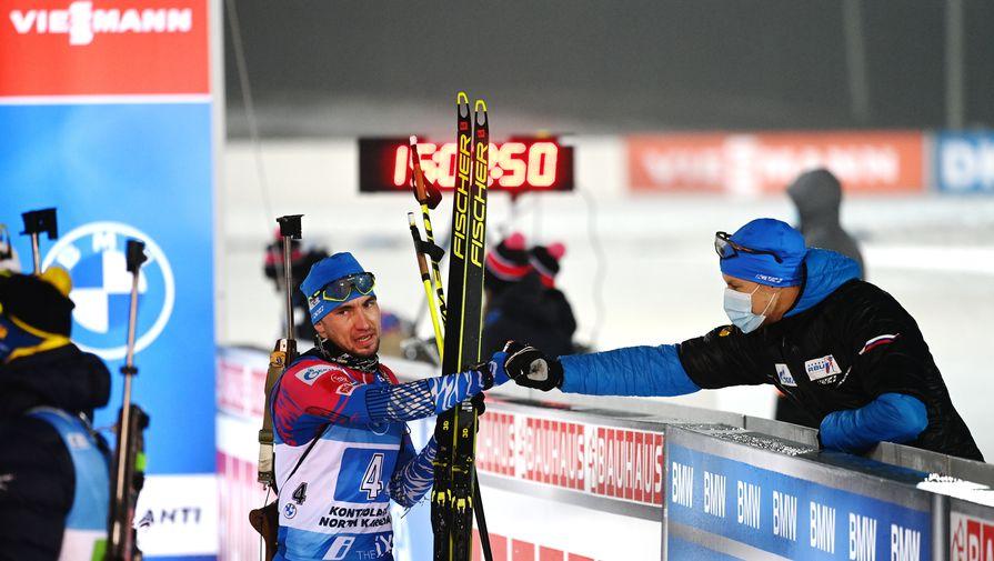 Александр Логинов и Матвей Елисеев после финиша эстафеты на третьем этапе Кубка мира в австрийском Хохфильцене