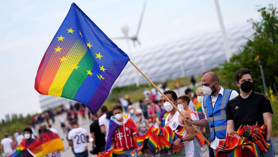 Сторонники ЛГБТ-сообщества перед матчем сборных Венгрии и Германии на Евро-2020, 2021 год