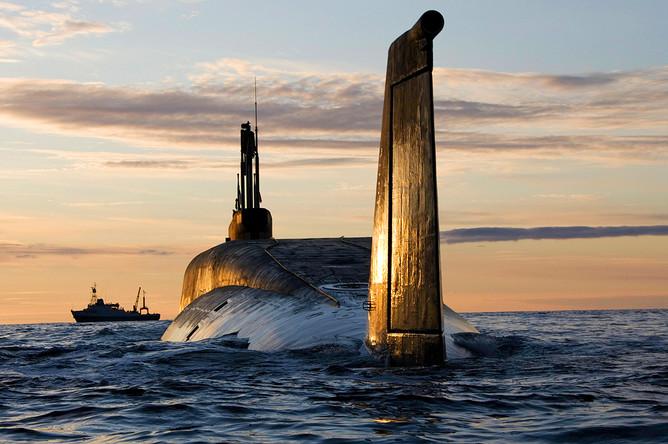 Атомная подводная лодка (АПЛ) «Юрий Долгорукий» во время ходовых испытаний летом 2009 года