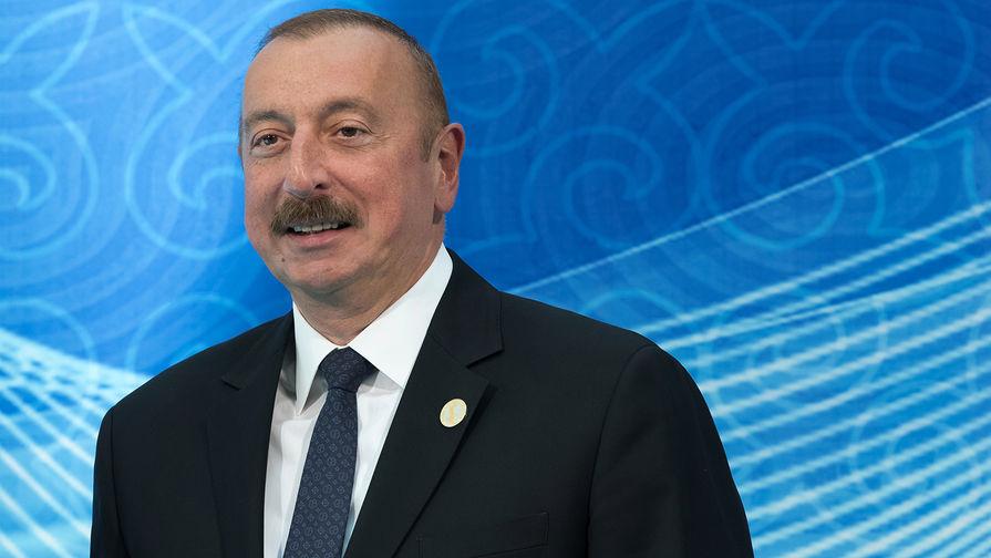 Президент Азербайджана Ильхам Алиев на церемонии встречи глав государств-участников V Каспийского саммита в Актау, 12 августа 2018 года