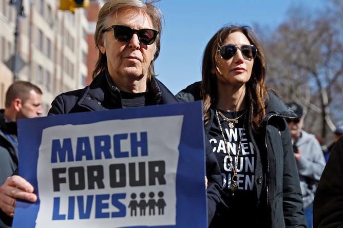 Пол Маккартни во время демонстрации в Нью-Йорке, 2018 год