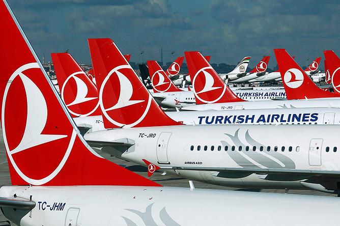 Самолеты авиакомпании Turkish Airlines в аэропорту Стамбула