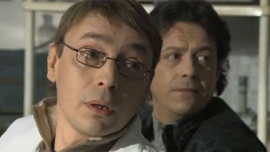 Артем Тынкасов и Борис Хвошнянский в сериале «Порох и дробь» (2012)