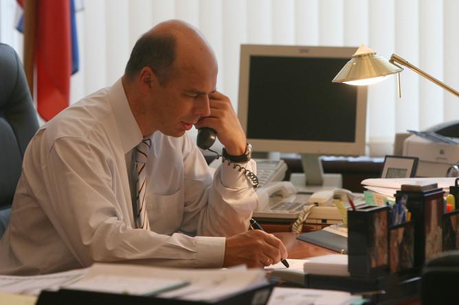 Заместитель министра финансов РФ Антон Силуанов в своем кабинете, 2007 год