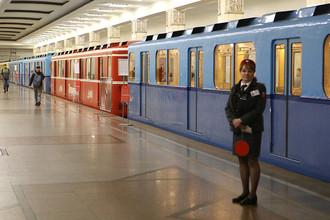 Выставка ретровагонов на станции «Партизанская» в московском метро, 13 мая 2017 года