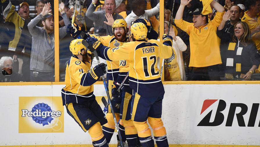 Хоккеисты «Нэшвилла» радуются забитой шайбе в ворота «Питтсбурга» в третьем матче финала Кубка Стэнли