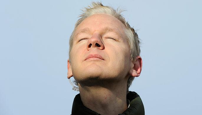 Джулиан Ассанж в Великобритании, 2010 год