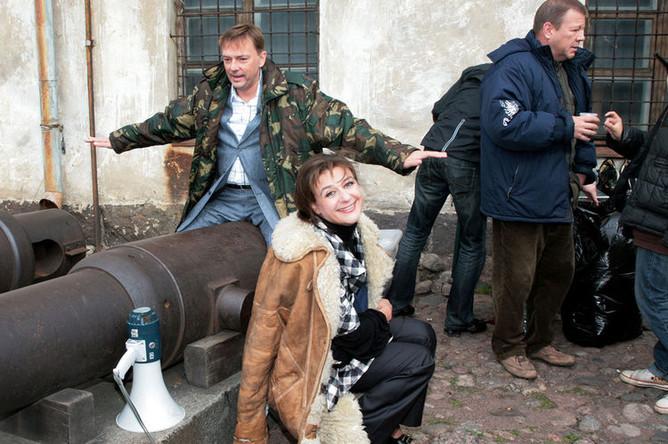 Актеры Анастасия Мельникова и Алексей Нилов (на переднем плане) на съемках сериала «Литейный 4» в Выборге, 2007 год