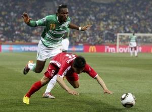 Дидье Дрогба (в матче ЧМ против КНДР) не хватает в атаке «Челси»