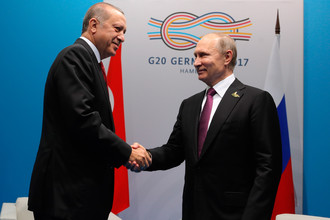 Президент РФ Владимир Путин и президент Турции Реджеп Тайип Эрдоган во время беседы на полях саммита лидеров «Группы двадцати» в Гамбурге, 8 июля 2017 года