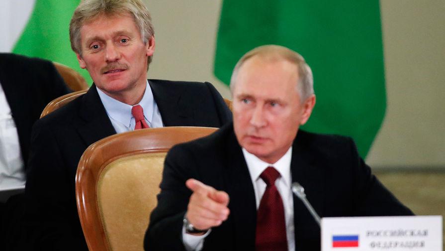 Пресс-секретарь Дмитрий Песков и президент России Владимир Путин