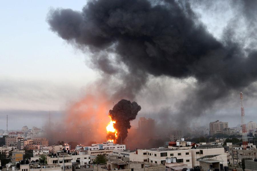 В Газе обрушился жилой дом после авиаудара Израиля, ХАМАС ответила ракетным обстрелом - Газета.Ru