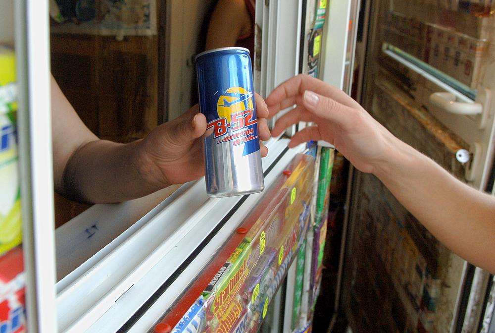 Продажа энергетических напитков несовершеннолетним