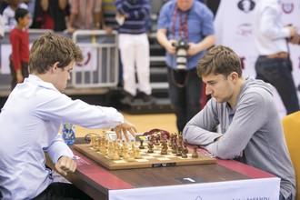 Сергей Карякин обыграл Магнуса Карлсена в пятом туре чемпионата мира по блицу