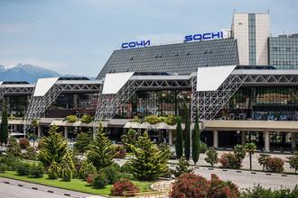 Современный международный аэропорт Сочи, также построенный с применением алюминия, стал первым Олимпийским объектом, встретившим спортсменов и гостей Олимпийских игр 2014 года