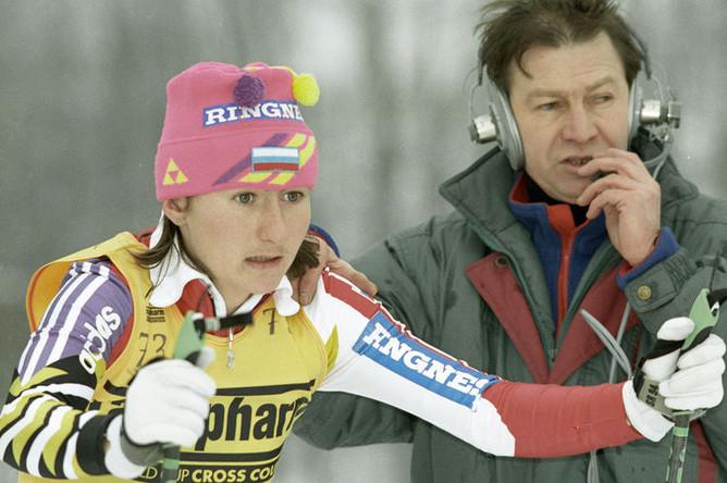 Елена Вяльбе во время старта на «Кубке мира» по лыжным гонкам, 1994 год